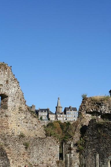 Фужер (Fougeres) — старинный город-крепость с 13 башнями в Бретани 60587