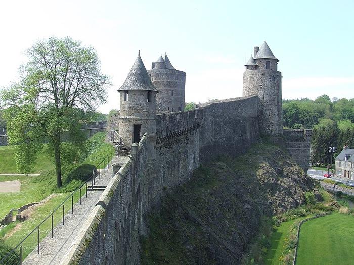 Фужер (Fougeres) — старинный город-крепость с 13 башнями в Бретани 21745
