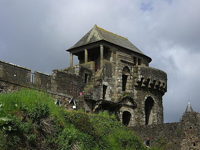Фужер (Fougeres) — старинный город-крепость с 13 башнями в Бретани 97076