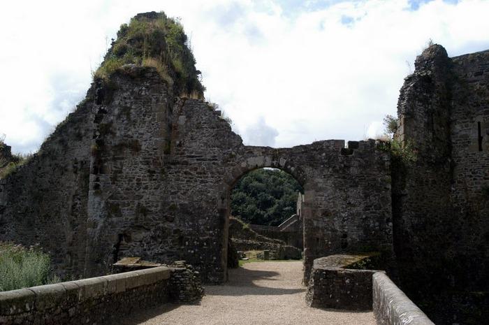 Фужер (Fougeres) — старинный город-крепость с 13 башнями в Бретани 68166