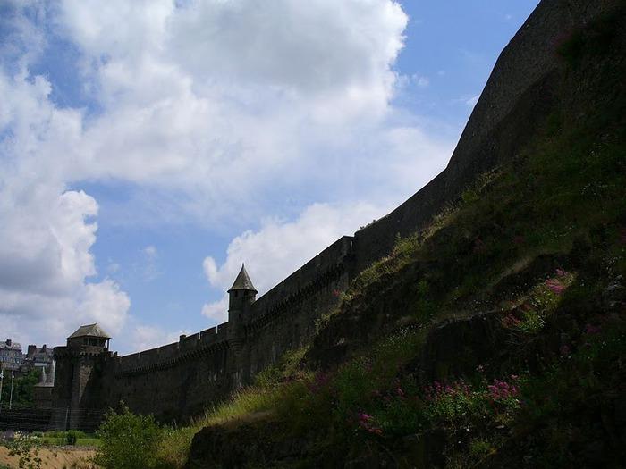 Фужер (Fougeres) — старинный город-крепость с 13 башнями в Бретани 12620