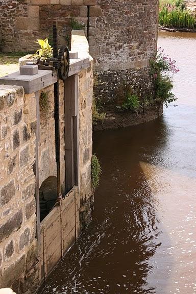 Фужер (Fougeres) — старинный город-крепость с 13 башнями в Бретани 94423