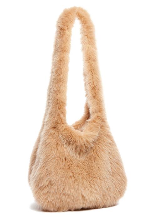 Сумки из меха - модный тренд зимы.
