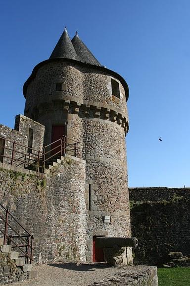Фужер (Fougeres) — старинный город-крепость с 13 башнями в Бретани 94951