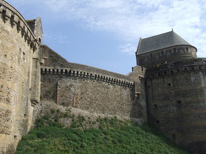 Фужер (Fougeres) — старинный город-крепость с 13 башнями в Бретани 69936