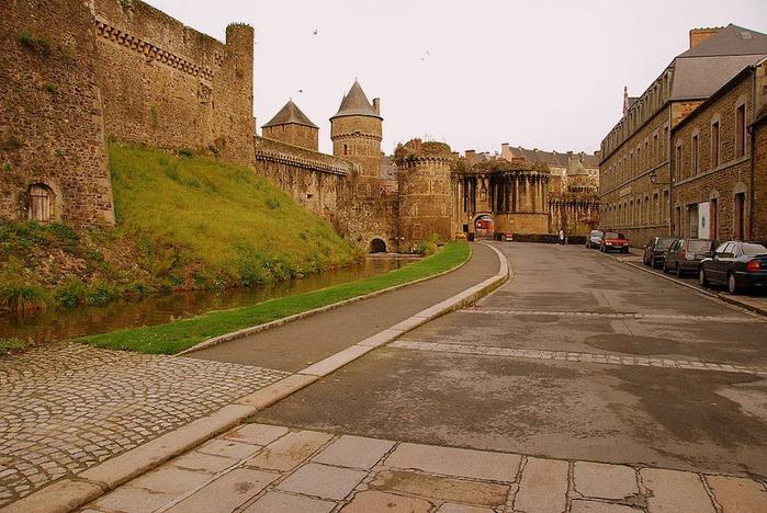 Фужер (Fougeres) — старинный город-крепость с 13 башнями в Бретани 60010