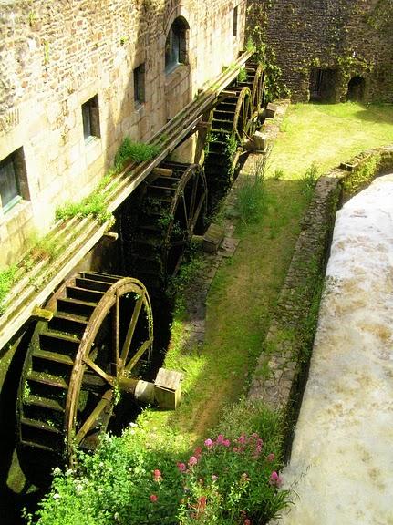 Фужер (Fougeres) — старинный город-крепость с 13 башнями в Бретани 90450
