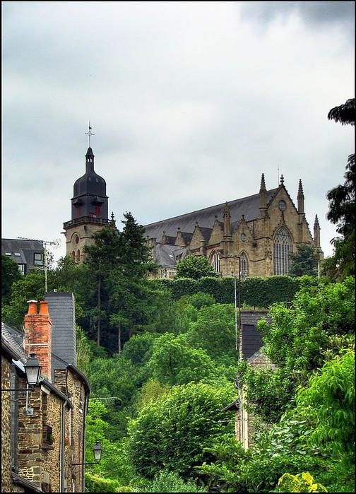 Фужер (Fougeres) — старинный город-крепость с 13 башнями в Бретани 88760