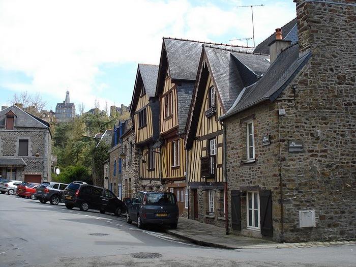 Фужер (Fougeres) — старинный город-крепость с 13 башнями в Бретани 47596
