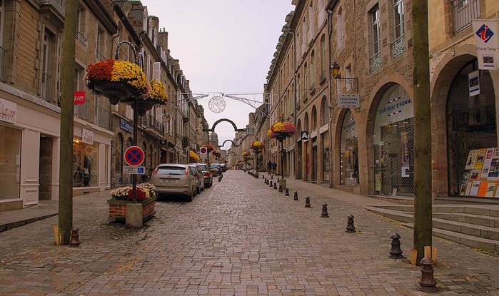 Фужер (Fougeres) — старинный город-крепость с 13 башнями в Бретани 90795