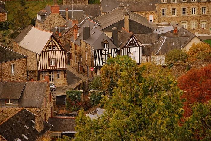 Фужер (Fougeres) — старинный город-крепость с 13 башнями в Бретани 34006