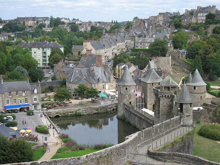 Фужер (Fougeres) — старинный город-крепость с 13 башнями в Бретани 46427