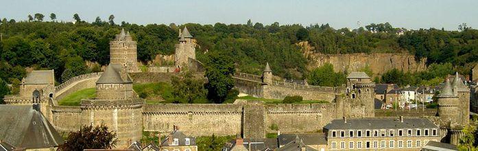 Фужер (Fougeres) — старинный город-крепость с 13 башнями в Бретани 84310