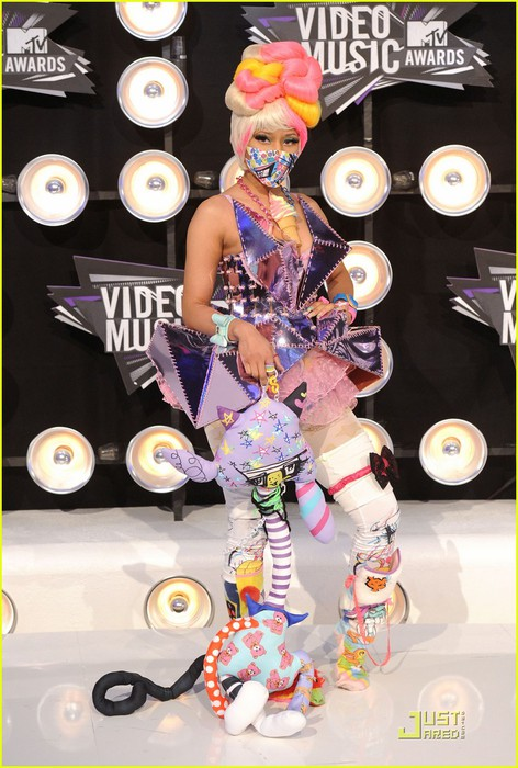 nicki-minaj-debuts-fly-video-at-mtv-vmas-06 (472x700, 101Kb)