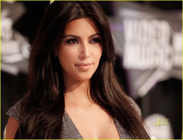 kim-kardashian-2011-mtv-vmas-04 (700x535, 75Kb)