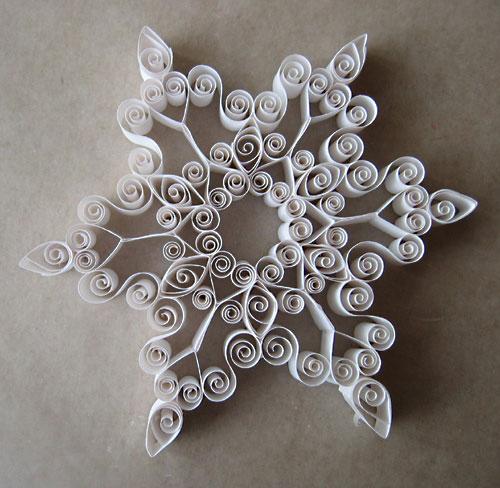 свой цитатник или сообщество!  Делаем красивые снежинки из бумаги.
