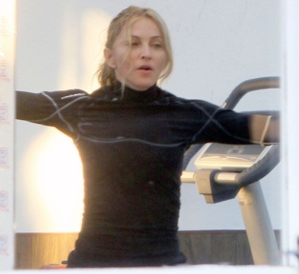 20110829-pictures-madonna-working-out-south-france-11 (436x400, 31Kb)
