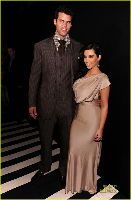 kim-kardashian-kris-humphries-celebrate-wedding-in-nyc-01 (459x700, 59Kb)