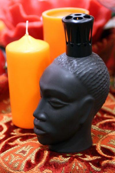 Украсьте его предметами декора в африканском стиле.