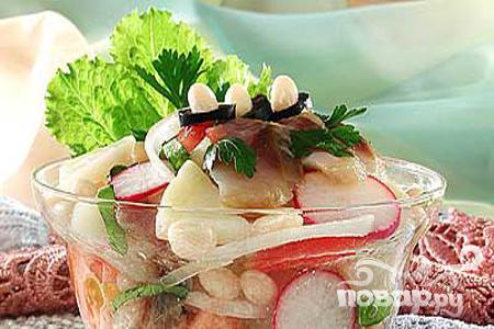 Интересный рецепт овощного салата с морепродуктами или филе сельди