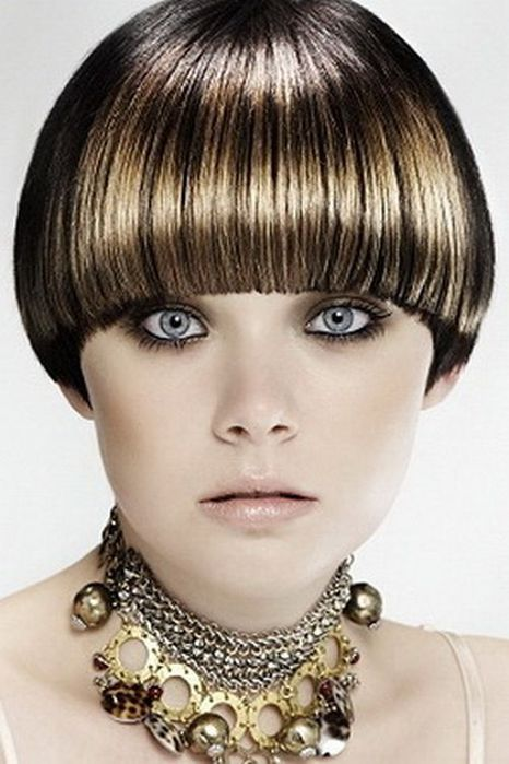 К примеру, вы желаете пересмотреть...  Однако не все стрижки - короткие волосы с челкой, подходят к любому...