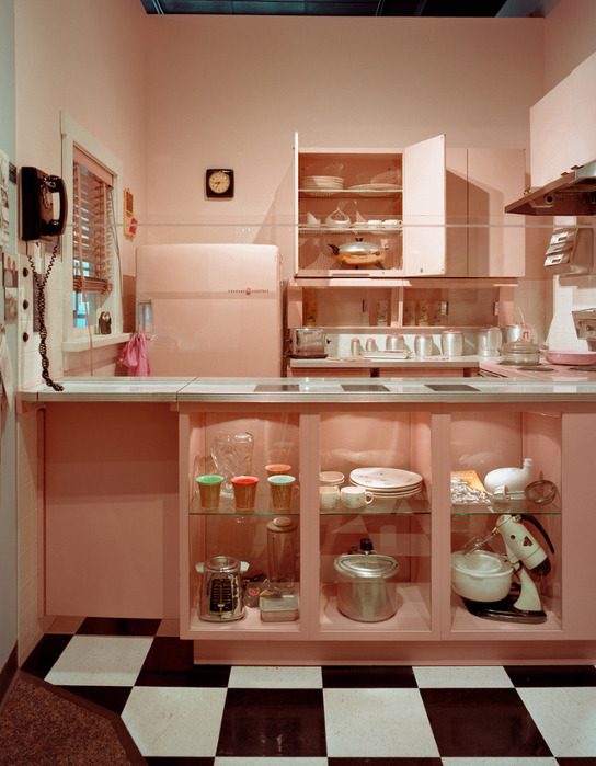3364071516_d56ae8b761 Reflections Exhibition_ Missouri History Museum--Pink kitchen_L (544x700, 117Kb)