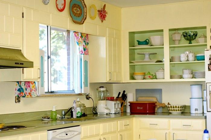 4791165432_fa02ca28e7 kitchen after paint job_O (700x465, 69Kb)