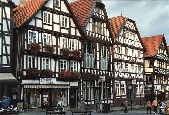 Настоящий фахверк (Fachwerk) появился в Германии в средние века.