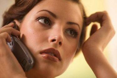 девушка с мобильником (374x249, 12Kb)