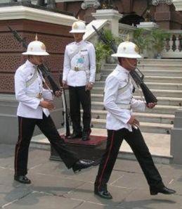 Гвардейцы тайского короля/2741434_123 (259x297, 18Kb)