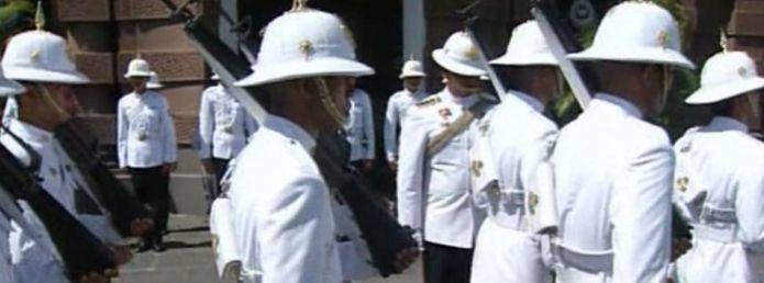 Гвардейцы тайского короля/2741434_125 (695x258, 30Kb)