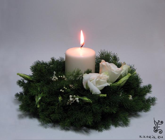 Новогодние свечи - эустома, ваксфлауэр, аспарагус.