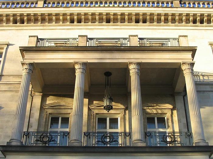 Виллa Хюгель (Виллa на холме) - родовое имение знаменитых Круппов. 79111