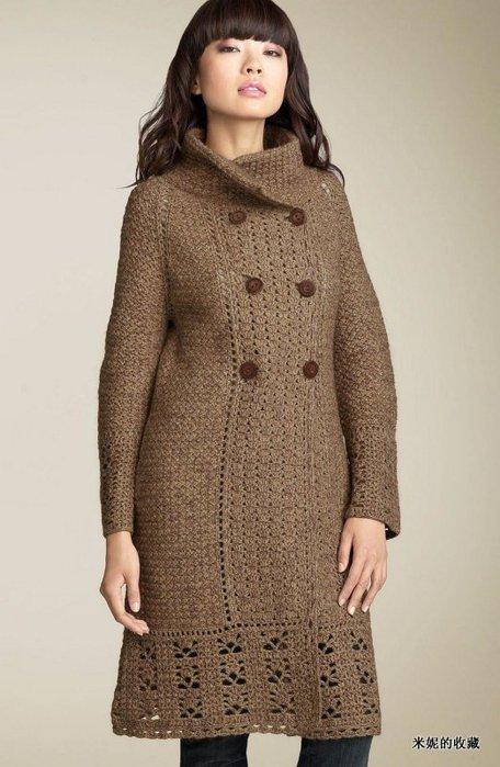 Вязаное крючком пальто-реглан.