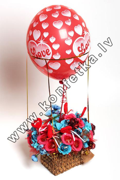 Воздушный шар своими руками из конфет 12