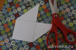 Переносим эскиз на бумагу, из которой планируете сделать закладку.