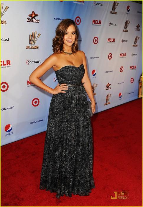 jessica-alba-alma-awards-2011-red-carpet-01 (485x700, 93Kb)