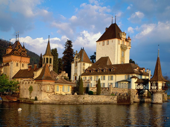 world_switzerland_oberhofen_castle__lake_thun__switzerland_007906_ (700x525, 118Kb)