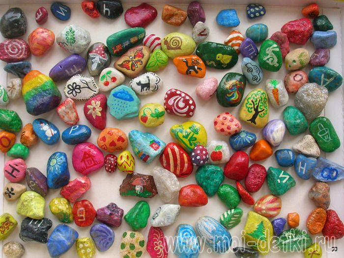 Поделки из цветных камешков
