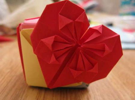 сердце оригами из бумаги,как сделать сердце оригами,оригами сердечко из бумаги,бумажные сердечки,идеи ко дню святого валентина/4395419_origami_heart0 (450x334, 33Kb)