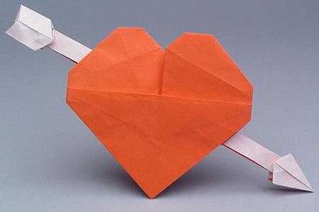 сердце оригами из бумаги,как сделать сердце оригами,оригами сердечко из бумаги,бумажные сердечки,идеи ко дню святого валентина/4395419_origami_heart21 (450x299, 35Kb)