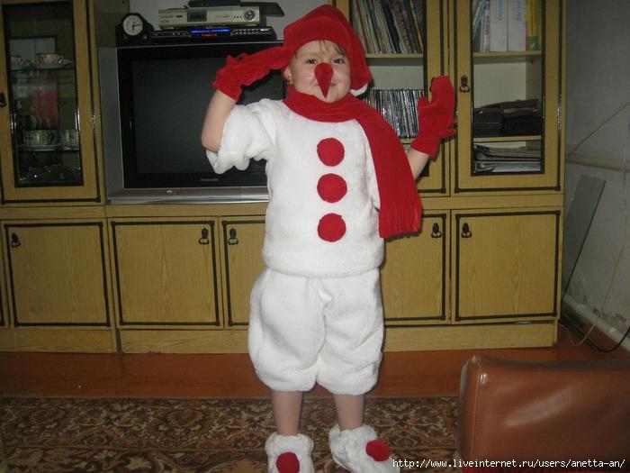 Как сшить новогодний костюм снеговика для мальчика