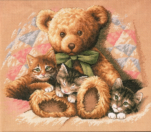 Вышиваю Мишку с котятами.  Пол головы мишки и половина рыжего котенка уже есть...