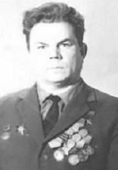 В 1946 г дебютировал в ла скала
