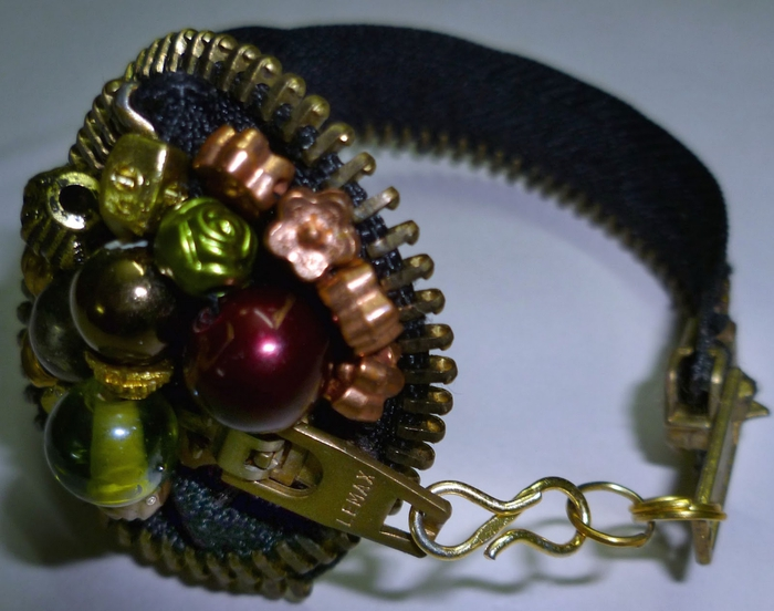 zipper bracelet (700x552, 236Kb)