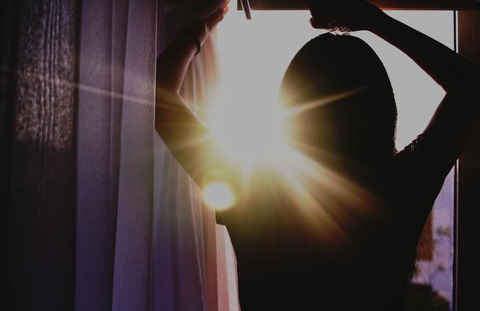 Солнце в окне (700x454, 105Kb)