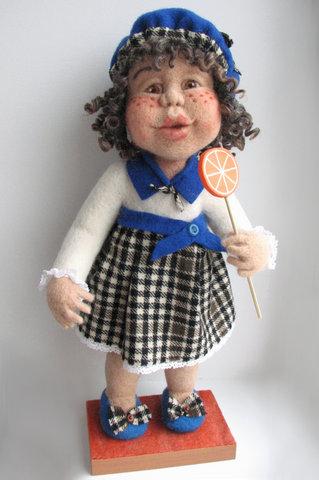 кукла с конфеткой (319x480, 65Kb)