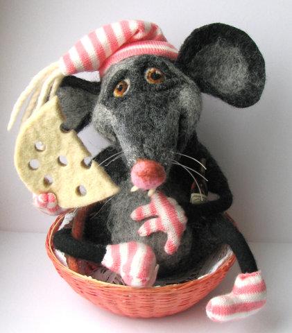 мышь с сыром (421x480, 80Kb)