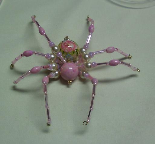 Шикарный паук из бисера и бусин.