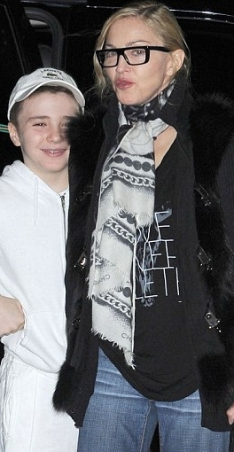 20120210-pictures-madonna-out-and-about-new-york-02 (264x510, 113Kb)